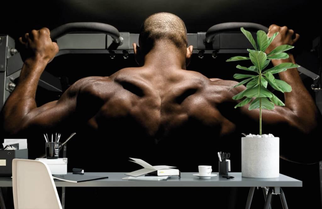 Fitness Man med muskulös rygg 1