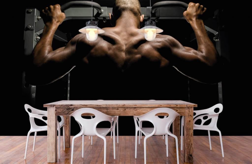 Fitness Man med muskulös rygg 2