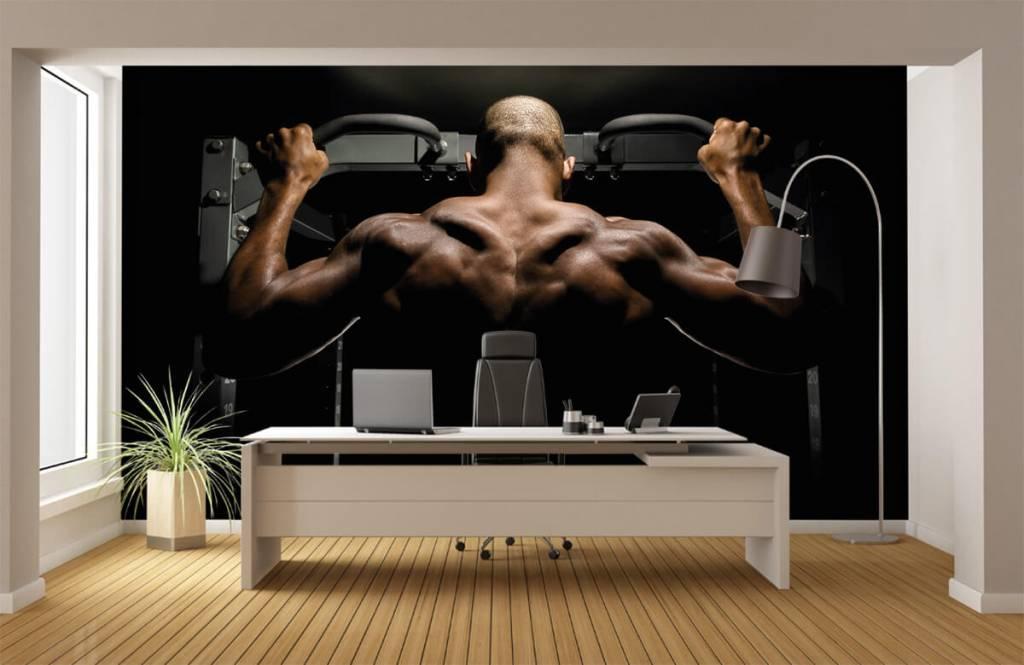 Fitness Man med muskulös rygg 4