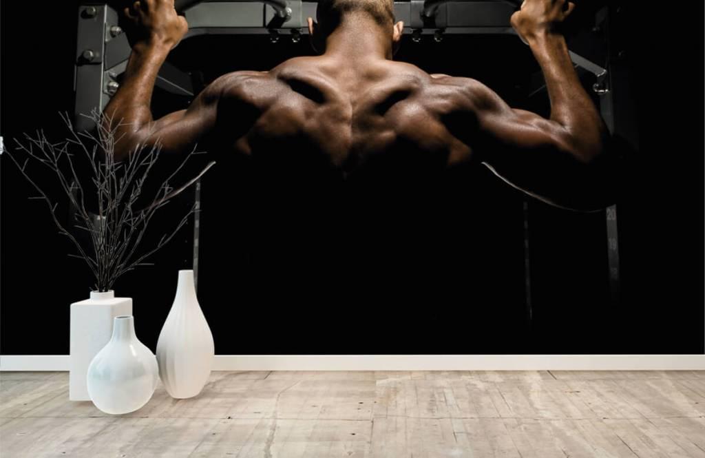 Fitness Man med muskulös rygg 7