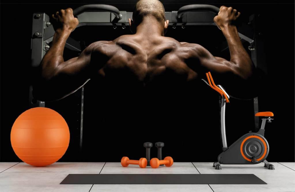 Fitness Man med muskulös rygg 8