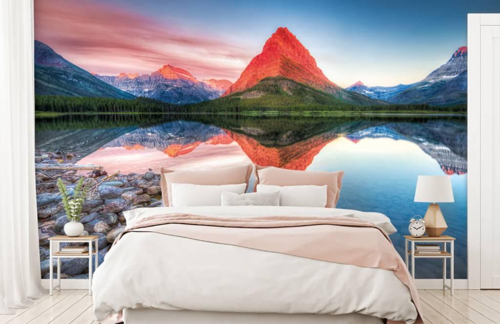 Sjöar och vatten Röd bergstopp 2