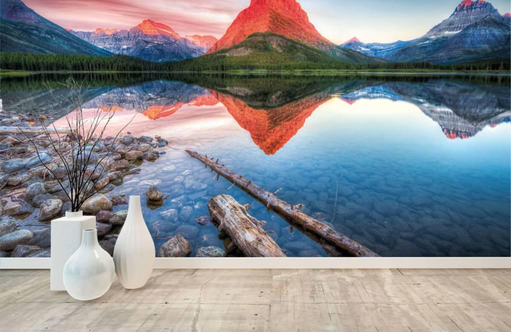 Sjöar och vatten Röd bergstopp 8