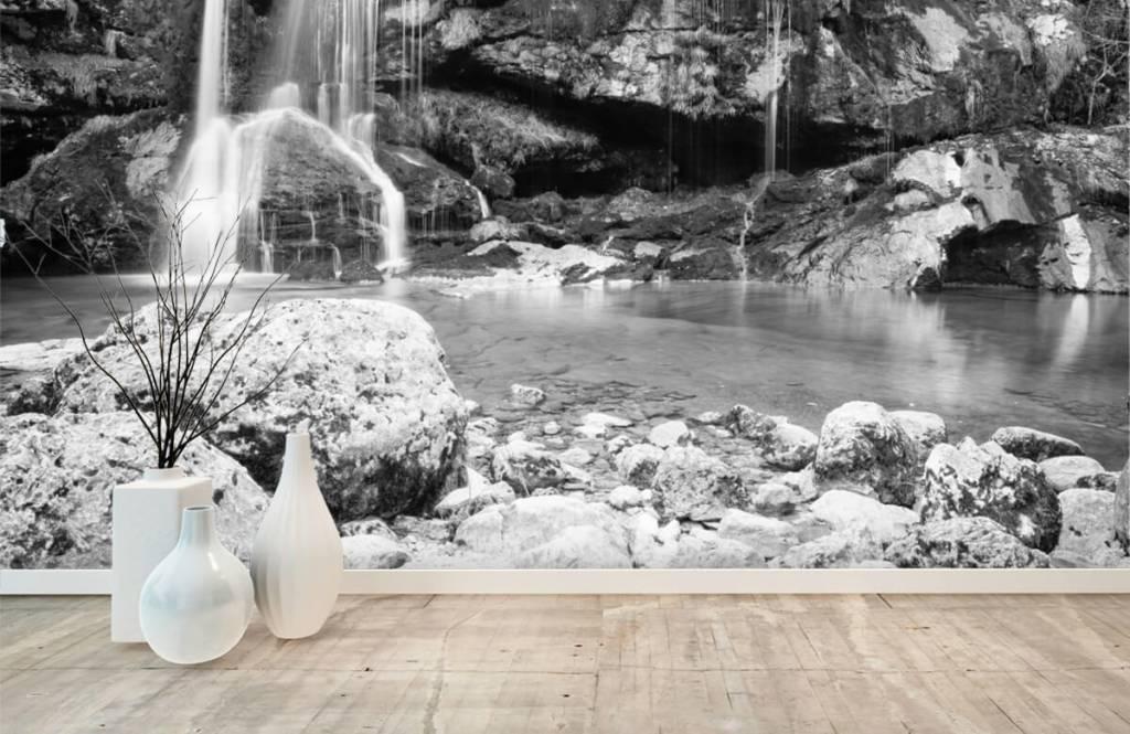 Svartvit tapet Vattenfall över en stenmur 8