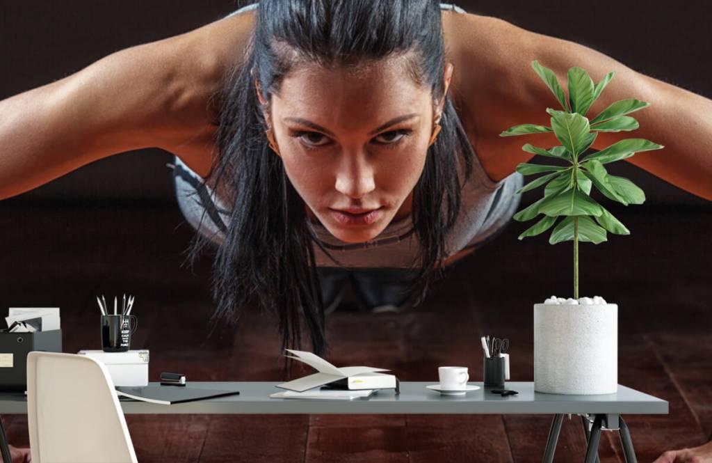 Fitness Kvinna som gör armhävningar 2