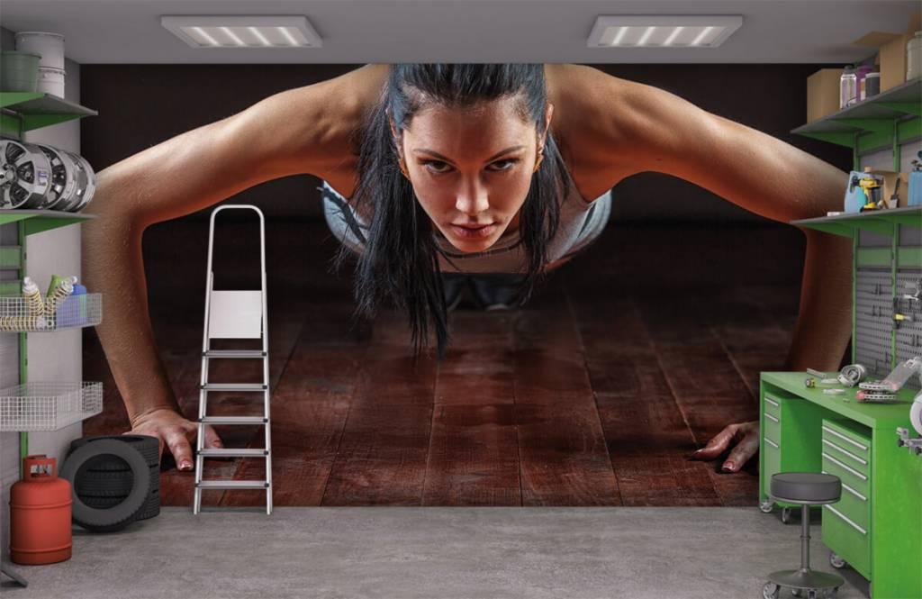 Fitness Kvinna som gör armhävningar 3