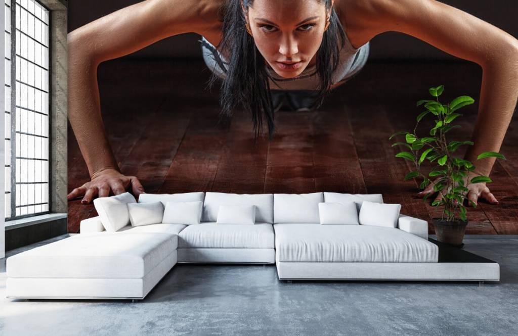 Fitness Kvinna som gör armhävningar 6