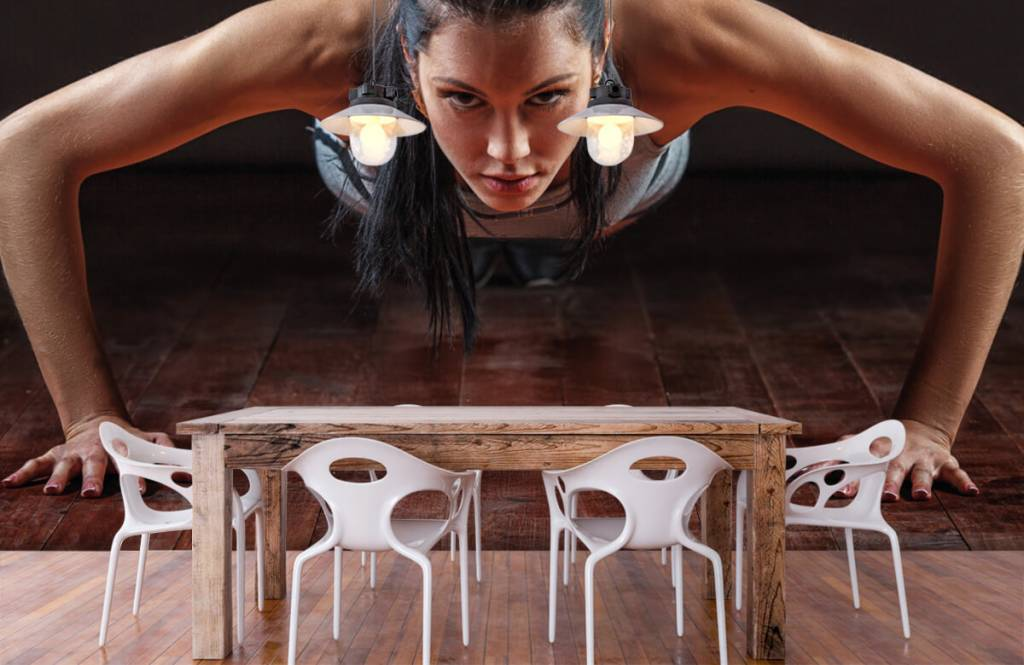 Fitness Kvinna som gör armhävningar 7