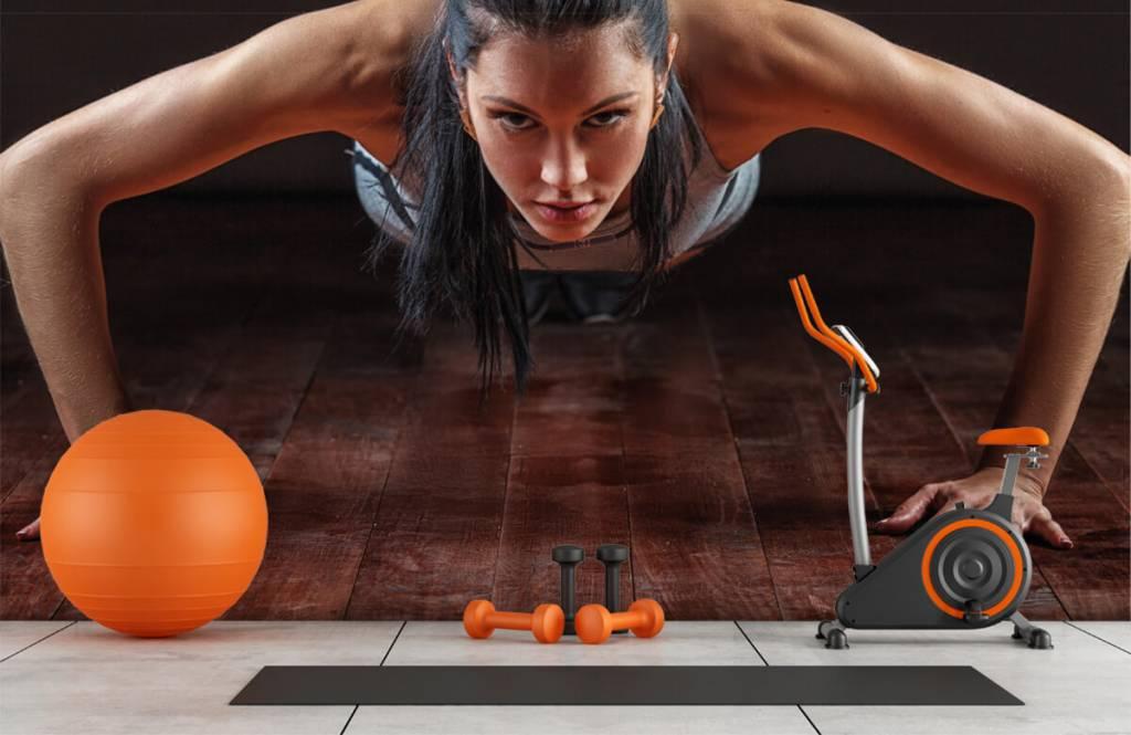 Fitness Kvinna som gör armhävningar 9